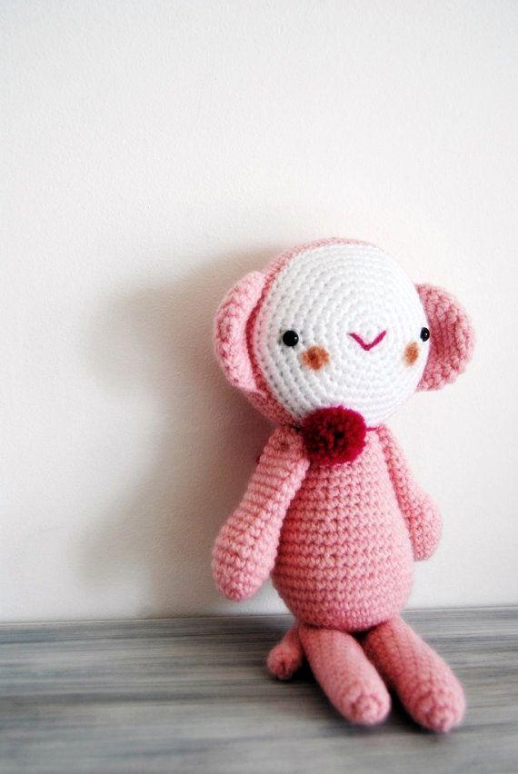 Amigurumi Grand Singe Rose avec un pompon rouge par avoiretc ...