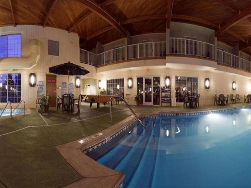 Baymont Inn & Suites Grand Rapids N- Tourist Class Walker, MI ...