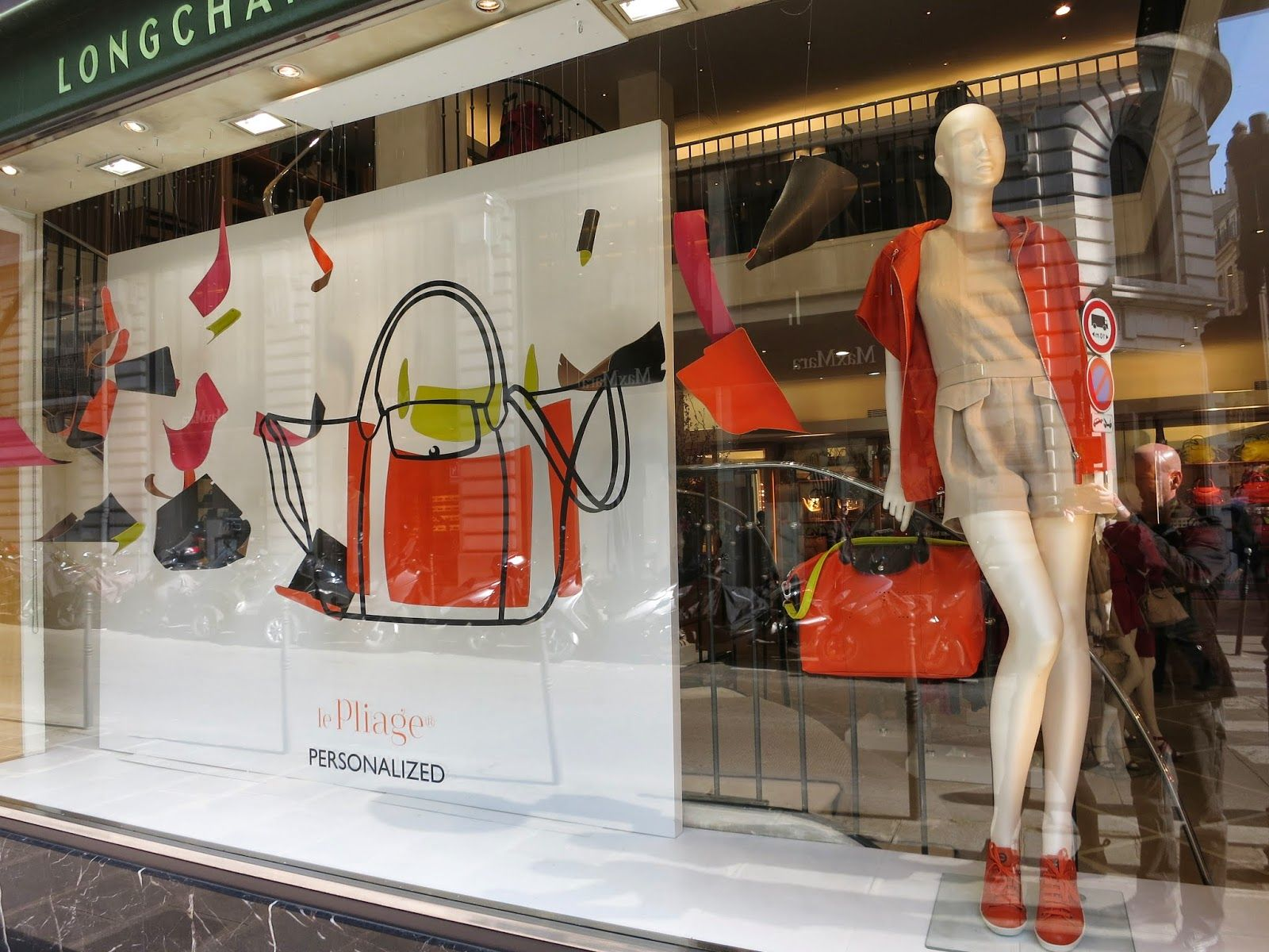 longchamp paris longchamp visual merchandising and window displays. Black Bedroom Furniture Sets. Home Design Ideas