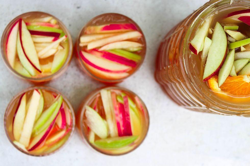 Make Apple Cider Sangria Your Favorite Boozy Fall Punch #applecidersangriarecipe