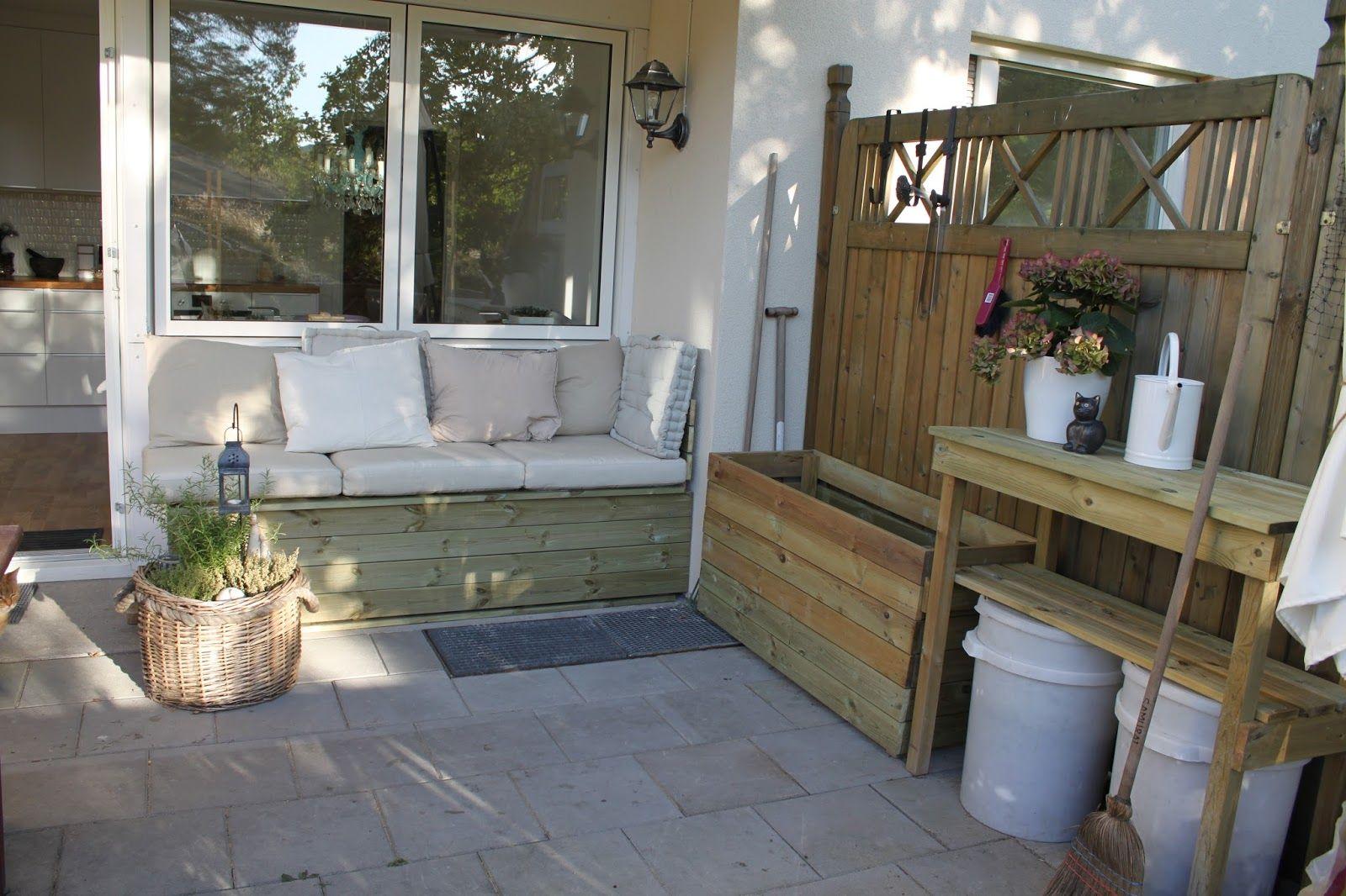 Inredning trall till balkong : platsbyggd soffa balkong - Sök på Google | Balkongen | Pinterest ...