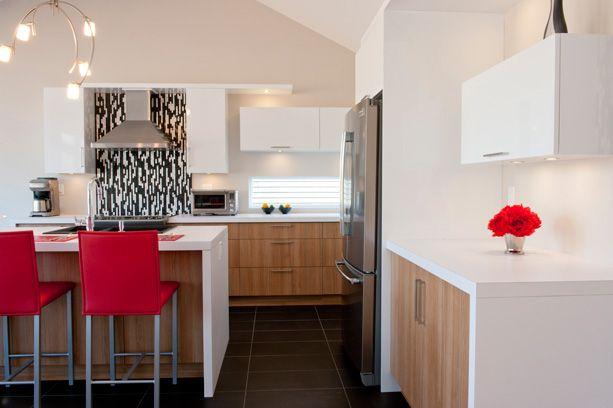 Cuisine contemporaine cuisine bicolore aux lignes dynamiques offrant un design moderne et - Cuisine bicolore ...