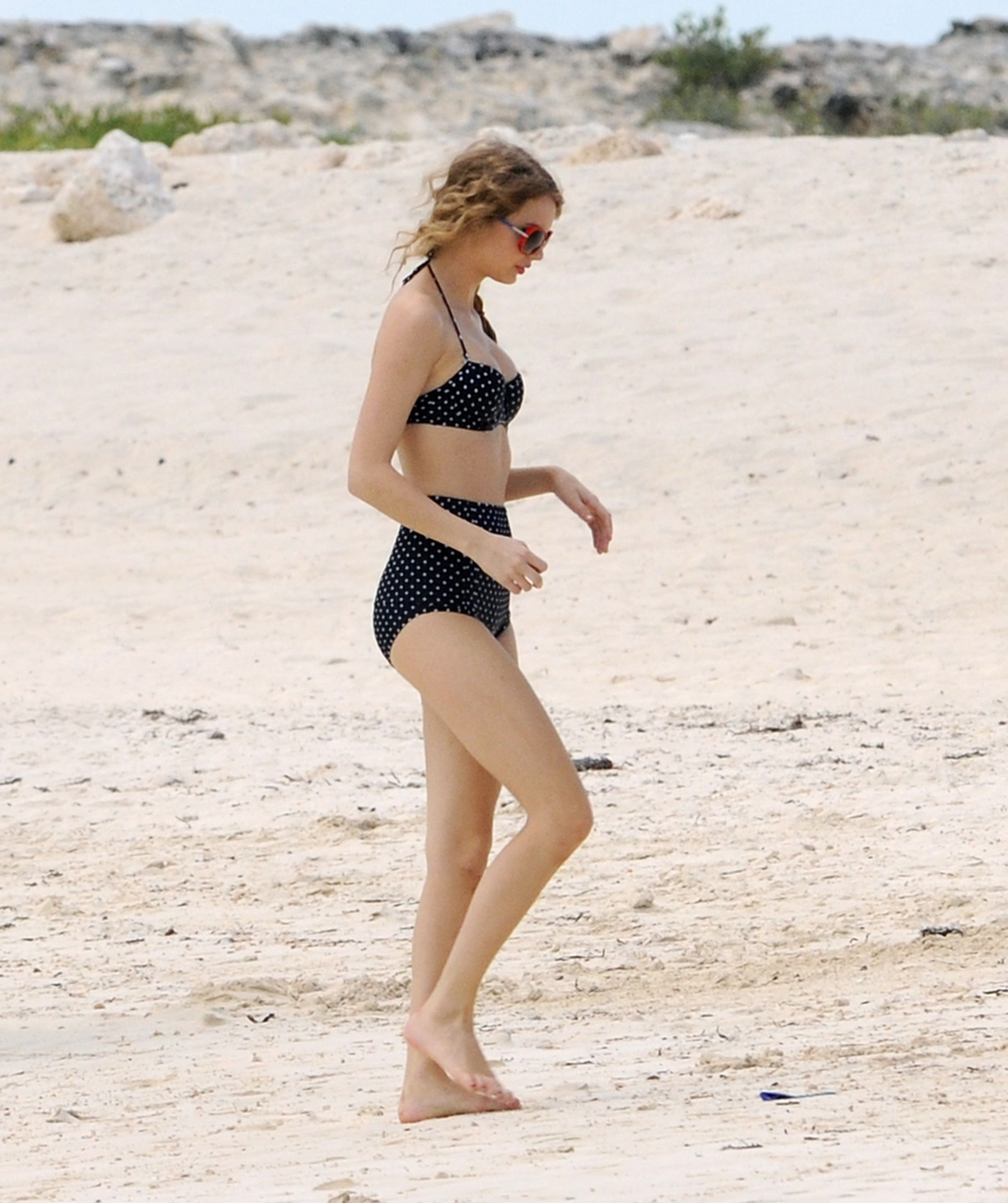 On The Beach Bahamas June 19 2010 Taylor Swift Bikini Taylor Swift Swimsuit Taylor Swift Style