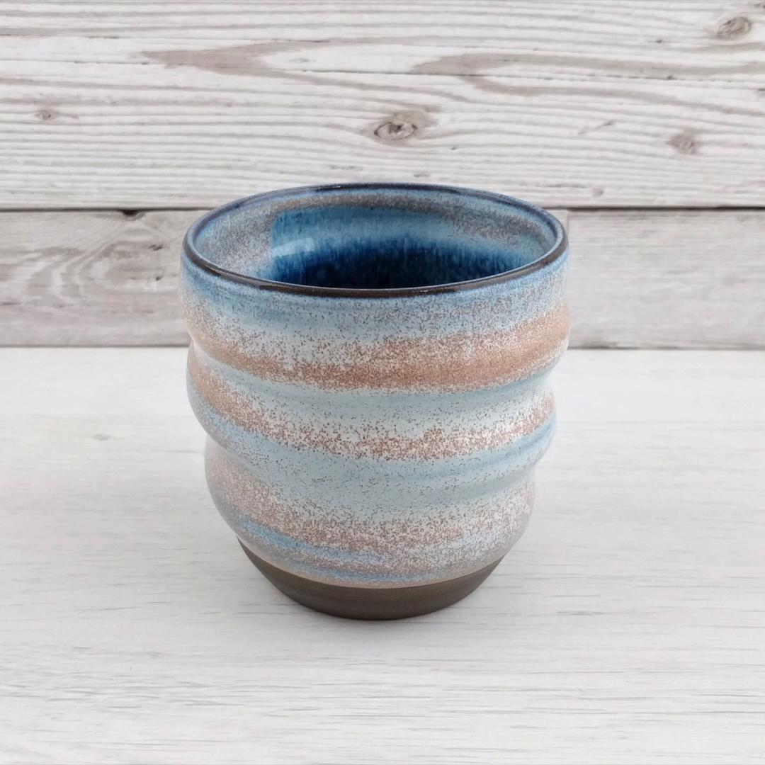 Swirly mug in black Anthracite clay with Heath Ivory glaze