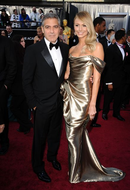 Stacy Keibler en dorado en Oscars 2012