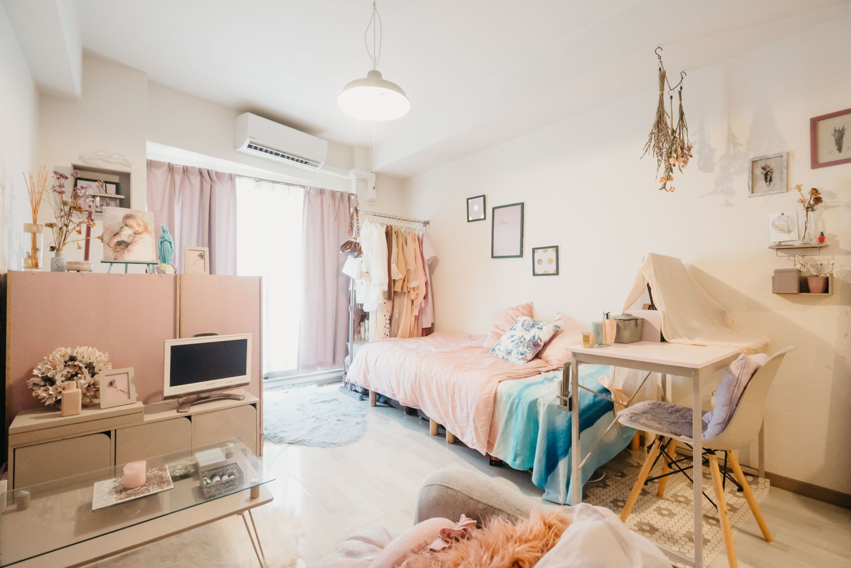 ピンクとグレーでつくる 大人ガーリーなひとり暮らしインテリア 部屋 レイアウト ひとり暮らし インテリア インテリア