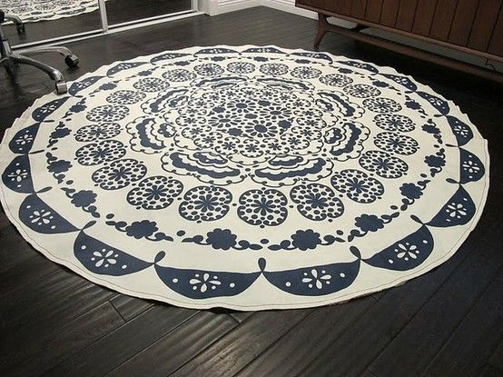 This would make a nice tree skirt-20 Free (& Utterly Unique) Rug Tutorials from Babble