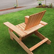 We built these lightweight, inexpensive Adirondack chairs from cedar f… :: Hometalk