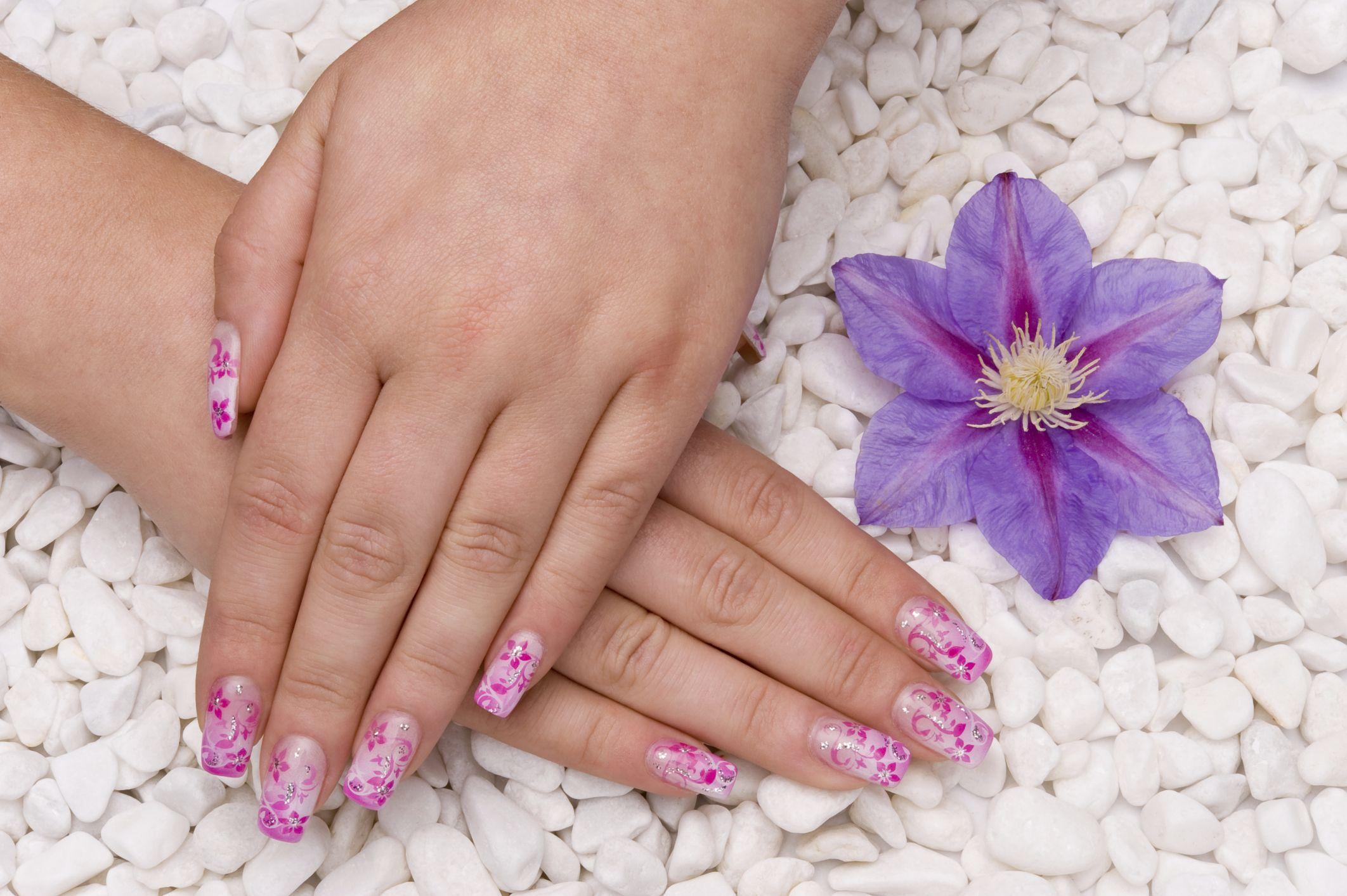 Unghii roz aplicate