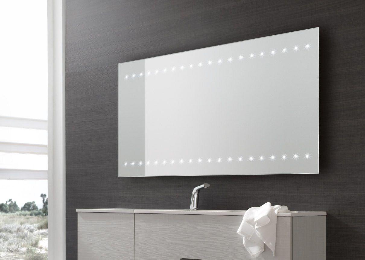 Vanità & Casa\'s stylish LED lighting mirror with horizontal fixed ...