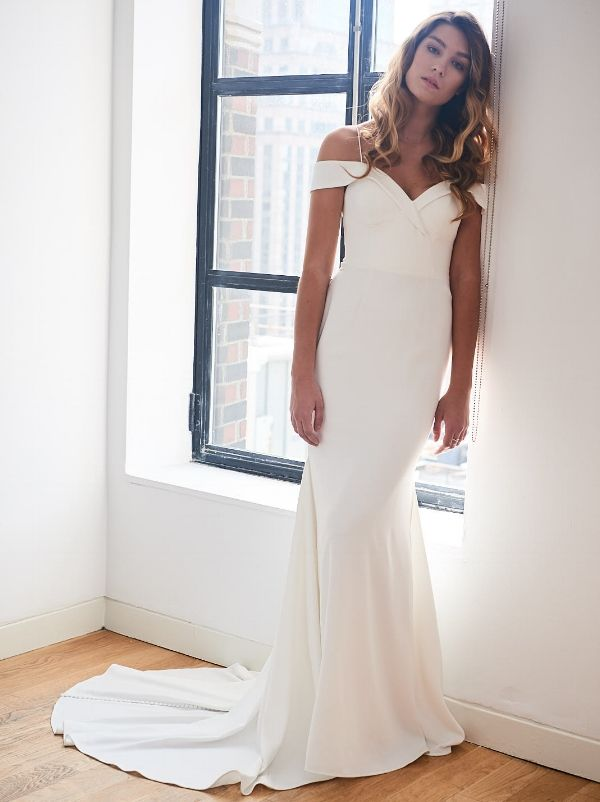 Chic and Simple Wedding Gowns for the