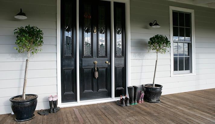 Love this front door. Especially if it is facing south and protected from the sun.