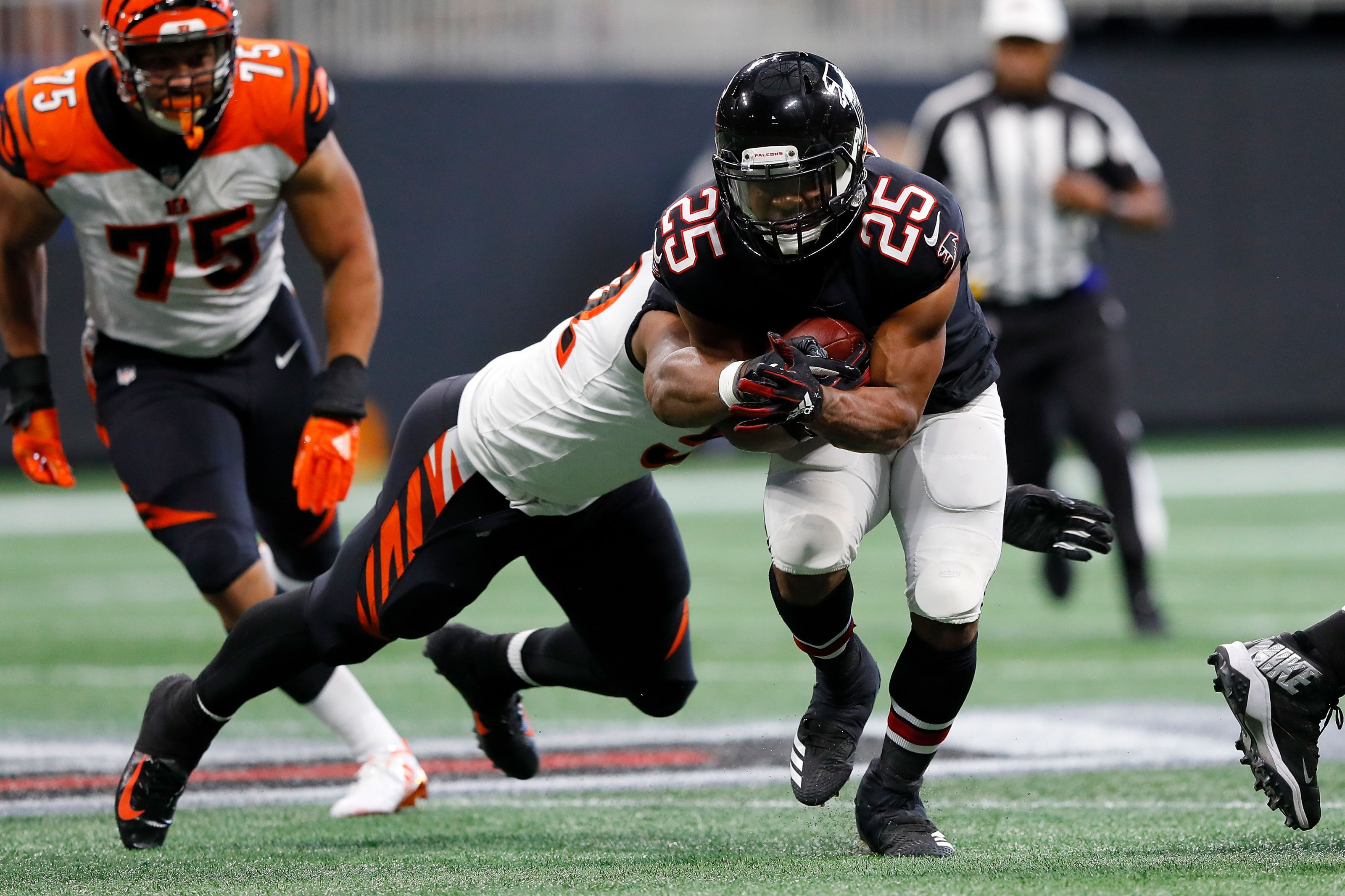 Time For Ito Smith To Be The Atlanta Falcons Starting Running Back National Football League News Https I Nfl News Football League National Football League