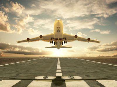 BANCO DE IMAGENES GRATIS: Avión despegando en la pista del aeropuerto