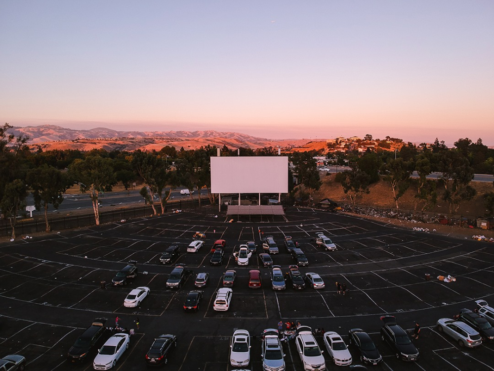 This Glendale Drive In Movie Theater Stays Open By Practicing Social Distancing Urbanmatter Phoenix Drive In Movie Theater Drive In Theater Drive In Movie