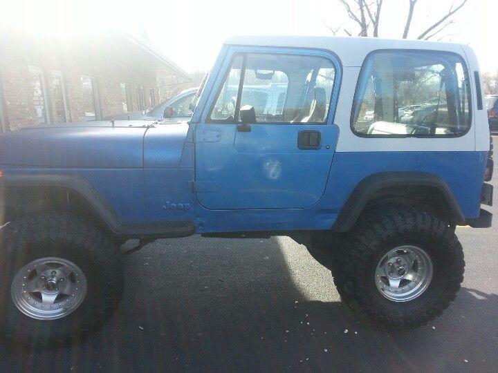 1993 Jeep Wrangler Yj Blue Body White Top It S My Little Smurfett Jeep Wrangler Yj Jeep Wrangler Jeep Yj