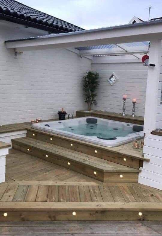 Small wellness area in the garden complacent?
