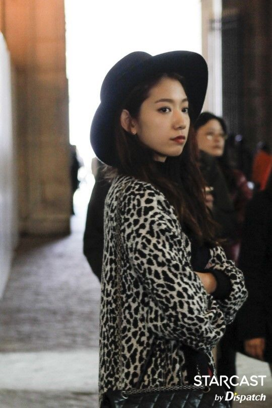 """[스타캐스트] """"여긴, 꼭, 찍어야 돼"""" …박신혜, 파리의 1일 가이드 :: 네이버 TV연예"""