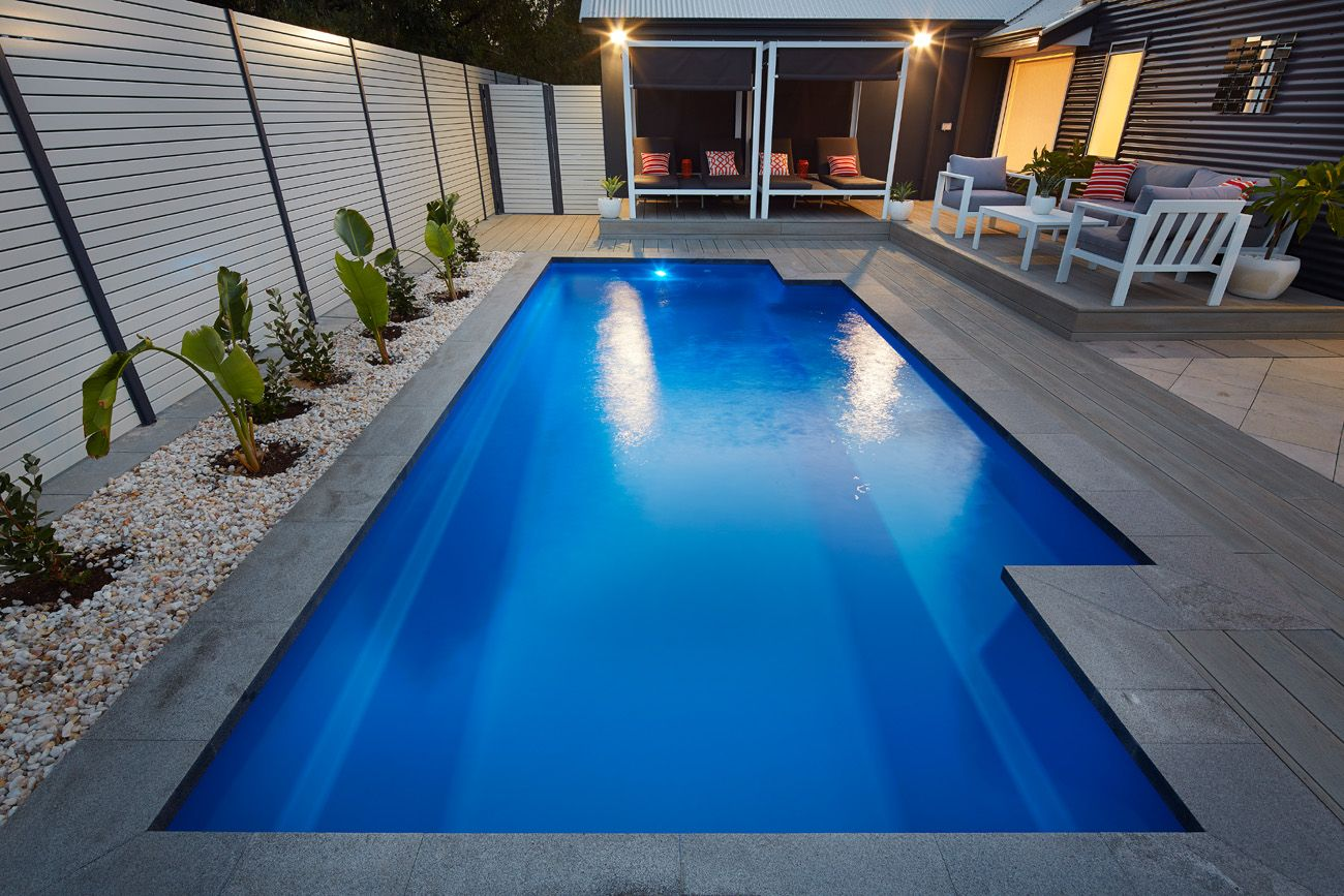 Swimming pool landscaping swimming pool ideas for Swimming pool landscape design