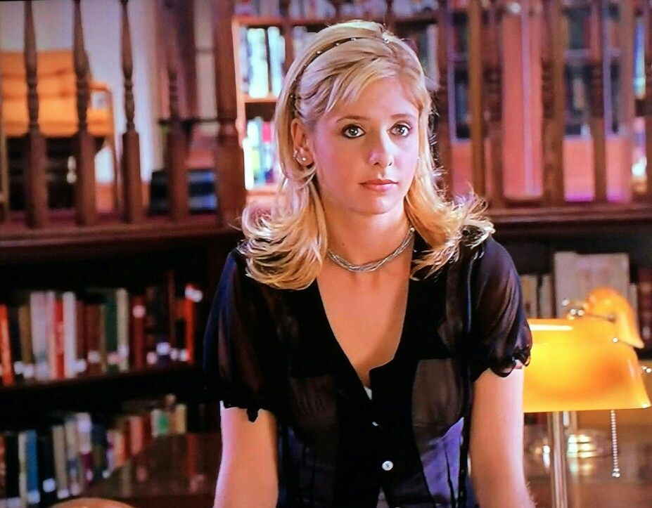 Sarah Michelle Gellar as Buffy the Vampire Slayer season ...