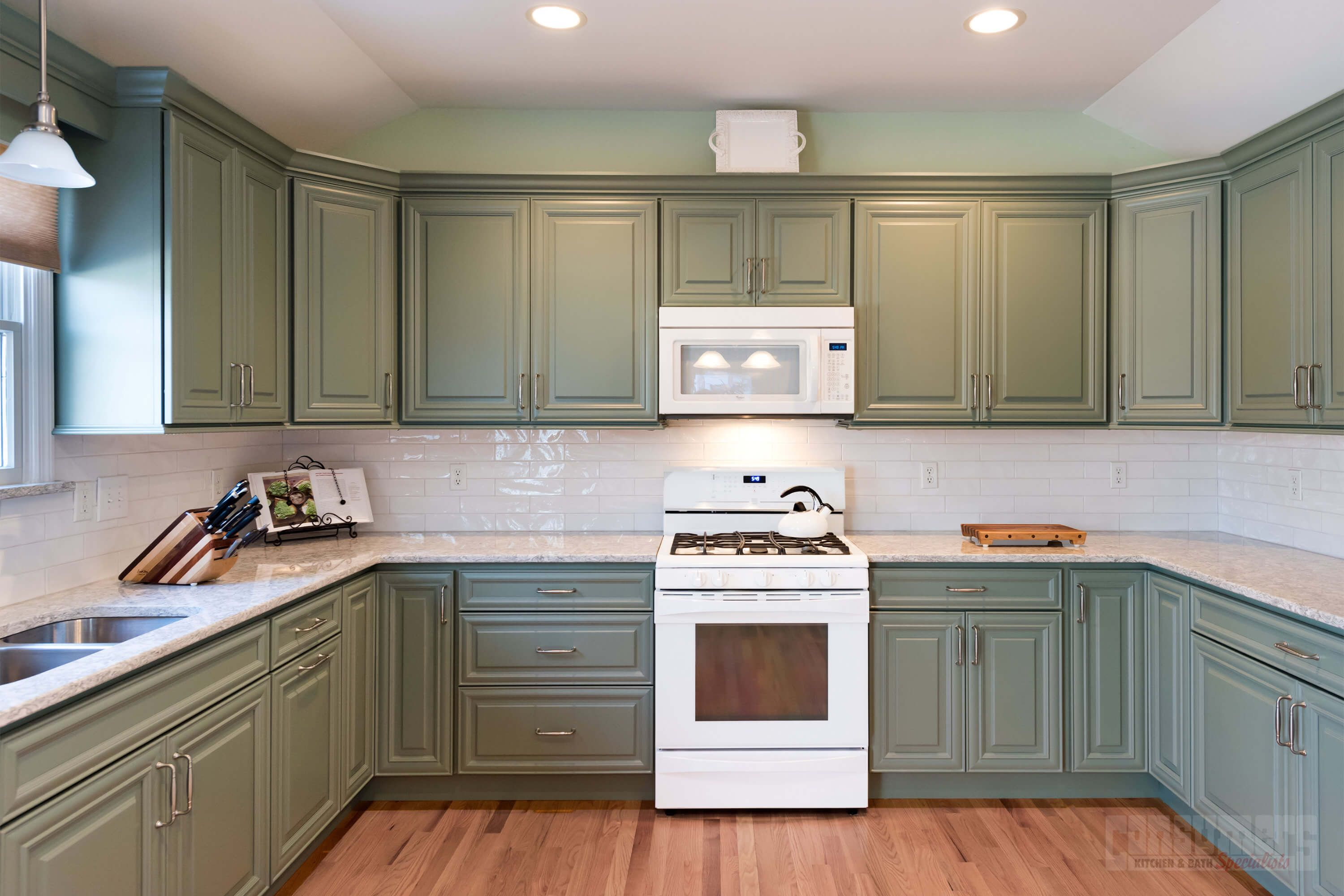 Pin by Isabel Servin on East Marion Moss   Kitchen design ...