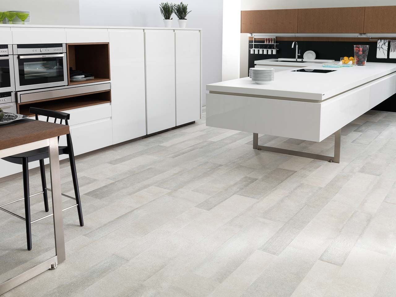 Due To Its Remarkable Resistance Porcelain Is The Natural Choice  ~ Suelo Porcelanico Imitacion Madera Cocina