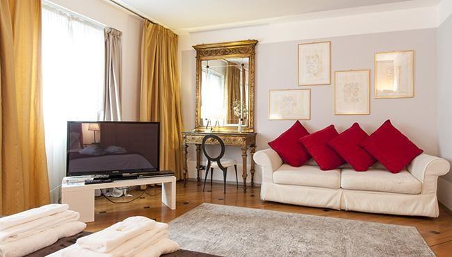 Milan Royal Suites  U0026 Apartment
