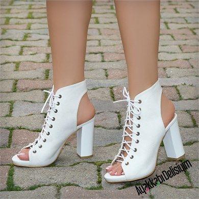 Valentin Beyaz Kalın Topuklu Ayakkabı