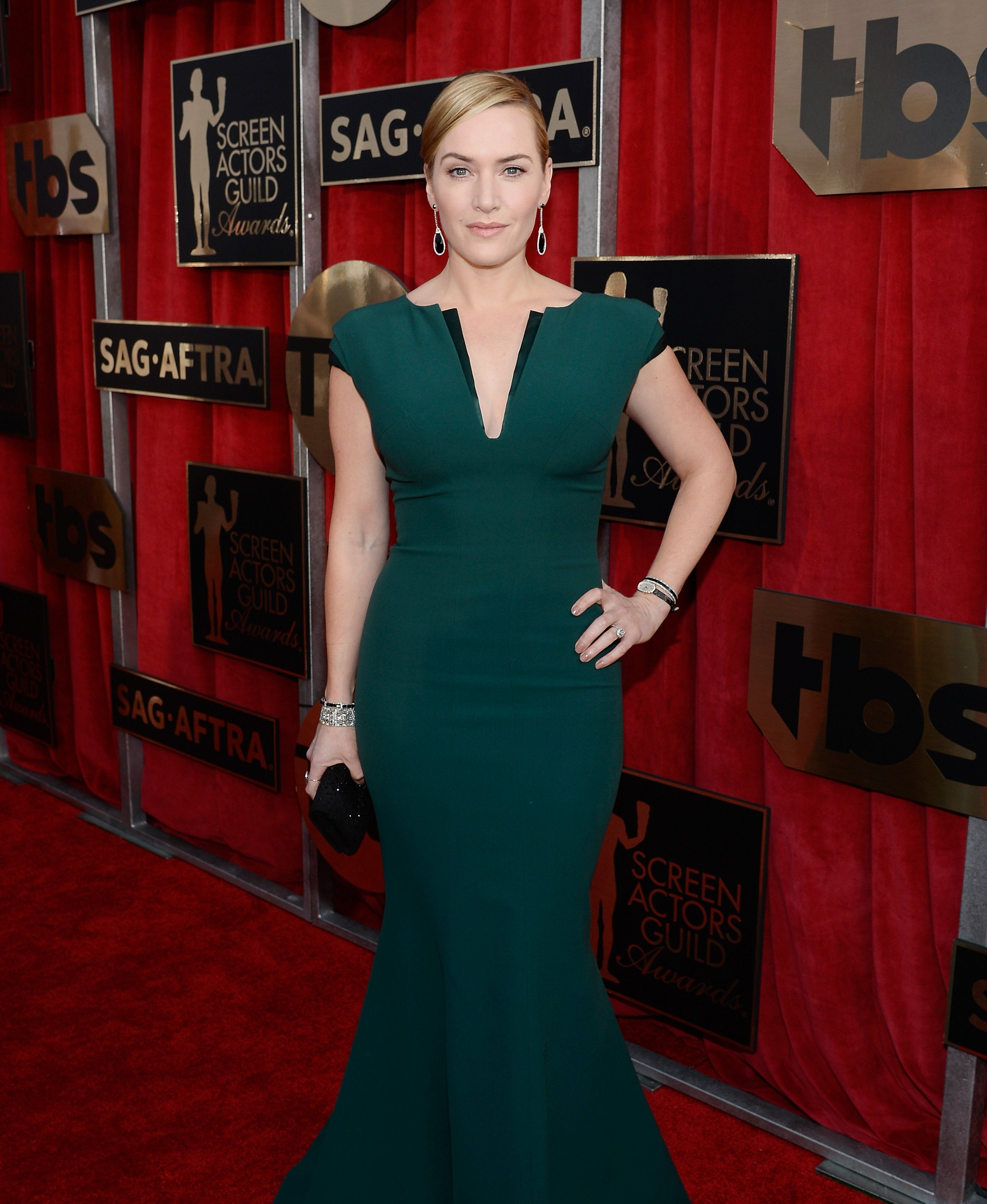 Kate Winslet in Giorgio Armani and Neil Lane and Alexandra Mor jewelry
