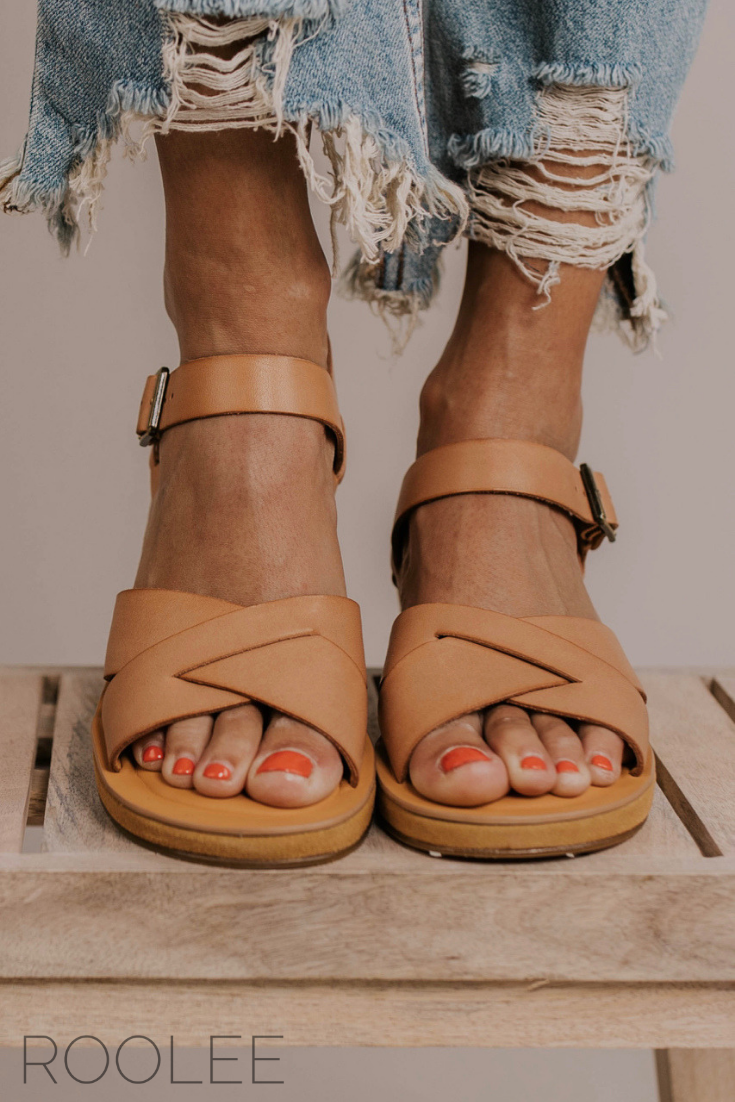 6f229c8d02244 Platform Sandal Outfit Ideas For Women. Beach day footwear ideas. Vacation  sandals. Tan leather strappy sandals. Spring summer footwear for women. |  ROOLEE