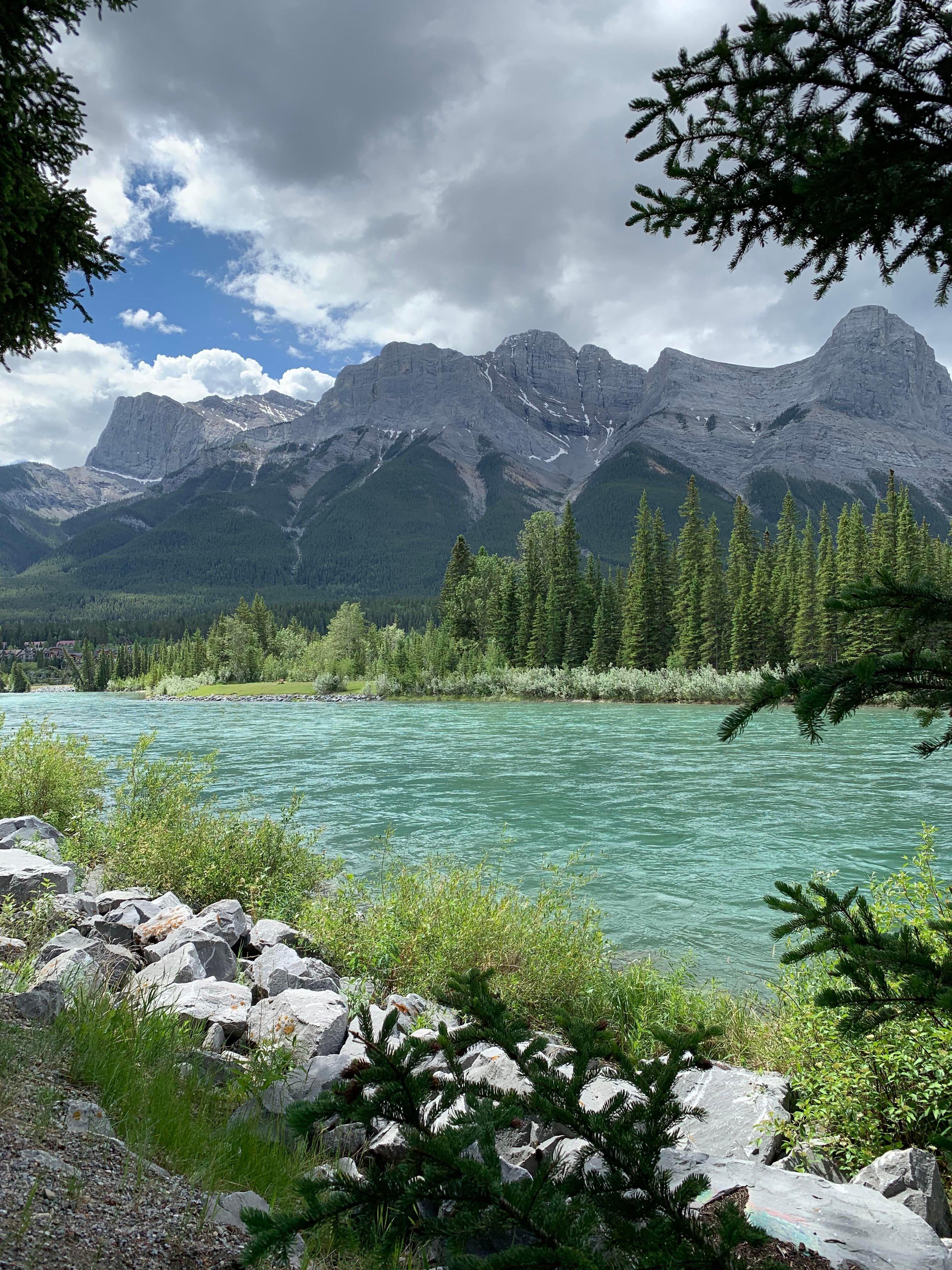 Bow River, Canmore, Alberta, Canada. [OC] (4028x2048