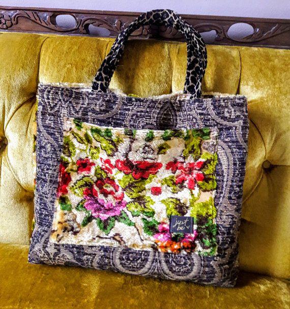 Pretty floral velvet carpet bag / vintage bag |  ...
