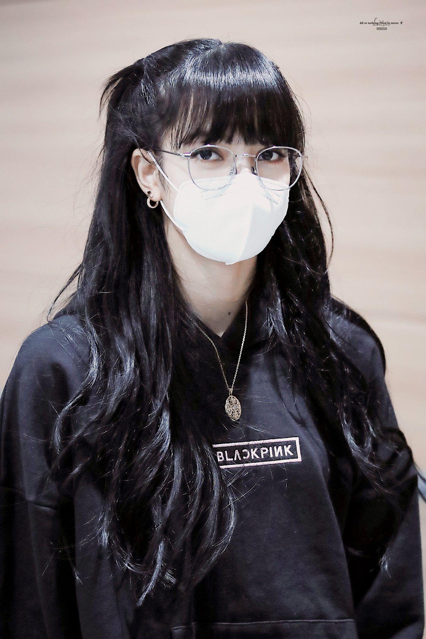 Pin By R O S E 장미 On K Pop Style Blackpink Lisa Blackpink Wallpaper Blackpink Lisa
