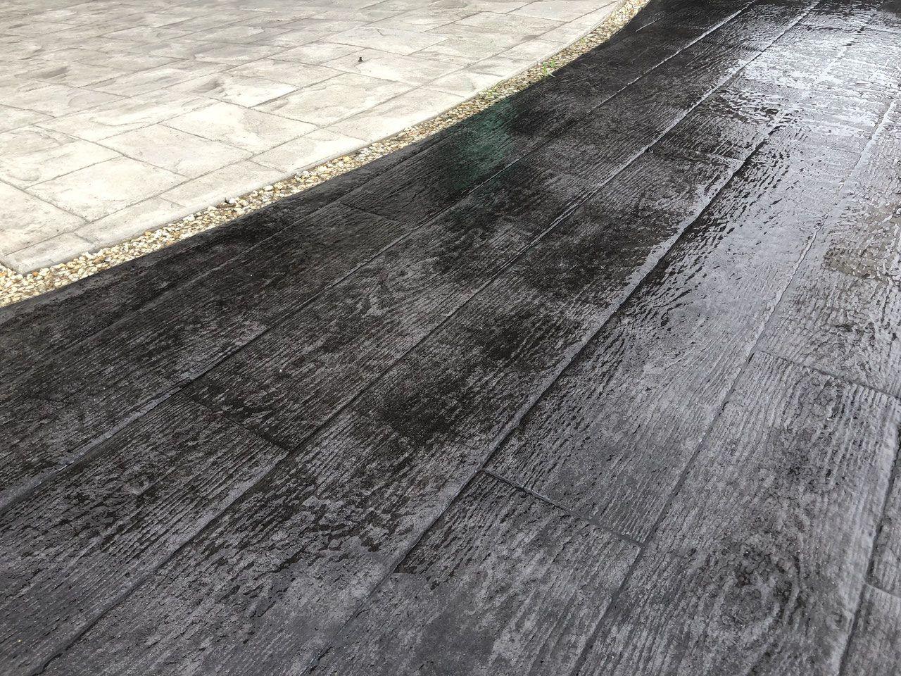 大全集 木目調のスタンプコンクリート 施工例が満載 徹底比較 スタンプコンクリート デッキ 枕木 無垢材 天然 素材 材木 木材 ウッド 古材 デザインコンクリート スタンプコンクリート スタンプコンクリート コンクリート 木目調