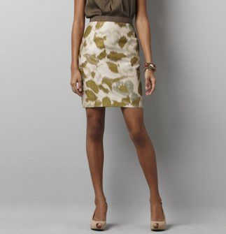Beautiful floral pencil skirt and love the neutral colors.