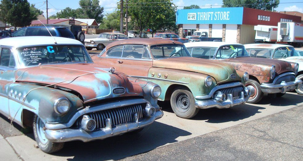 A lot of old classic cars from the 1940s, 1950s and 1960s