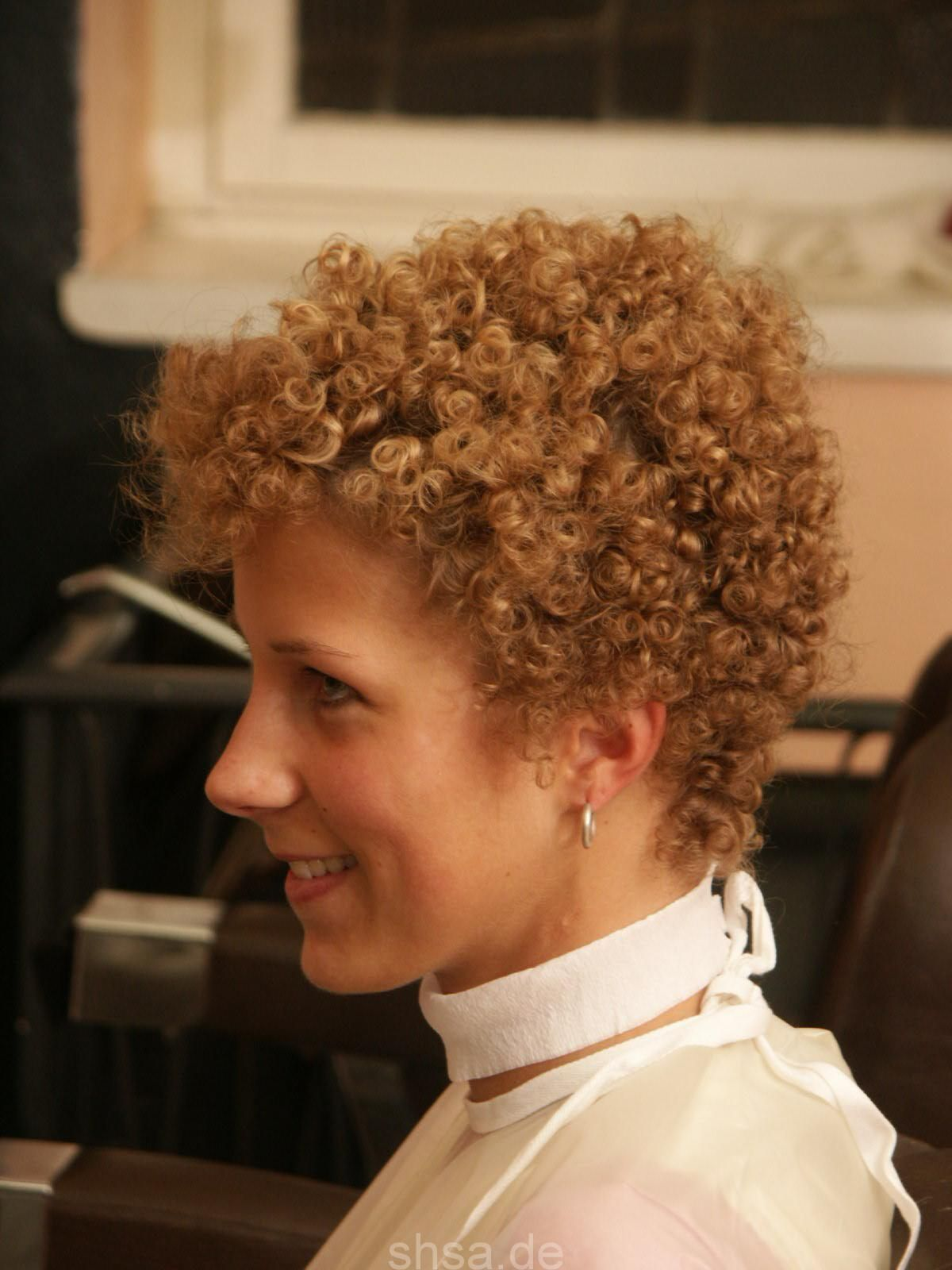 Love her short tight perm  Permed hairstyles, Short curls, Curly