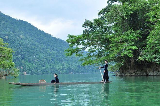 Lãng mạng với phong cảnh rộng mở trên hồ Ba Bể