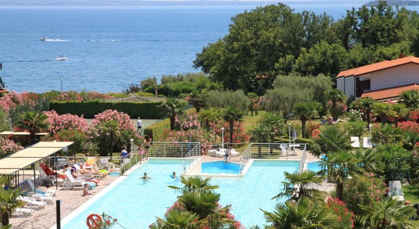 Apparthotel San Sivino Manerba del Garda Surrounded by a