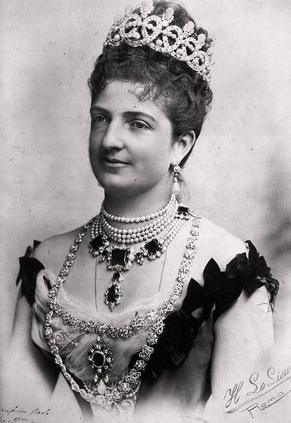 Queen Margherita Pearl & Diamond Loop Tiara, also Emerald necklace, and Diamond link necklace. Margherita was known for her large pearl collection.