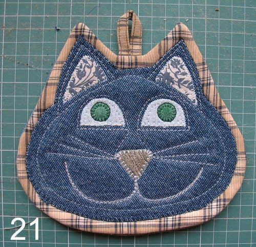 Set of two cat potholders by SewWhatCreationsLiz on Etsy #potholders Set of two cat potholders by SewWhatCreationsLiz on Etsy #potholders