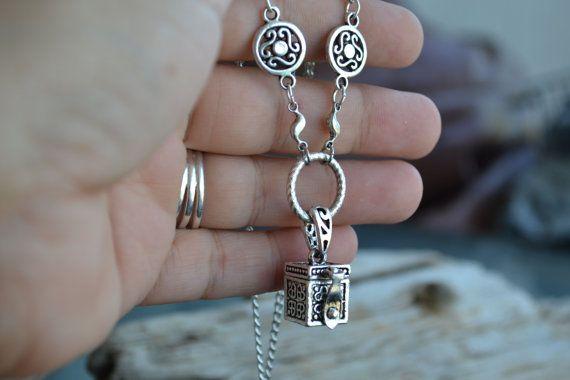 Prayer Box Necklace, Secret Compartment Locket Necklace, wish box necklace, Pill…