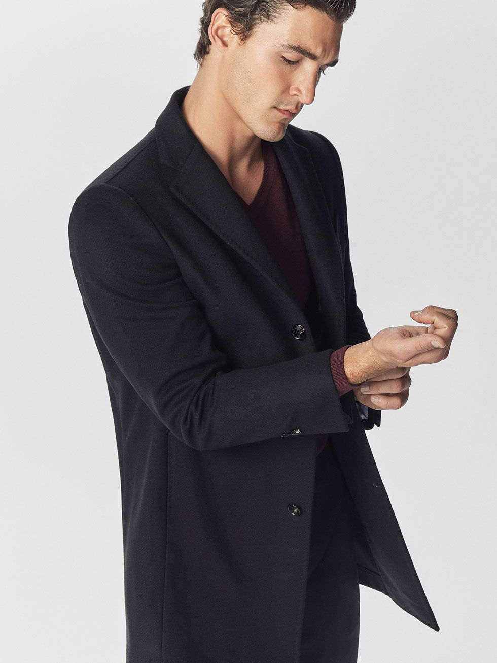 Autumn winter 2016 MEN´s SMART CASHMERE/WOOL COAT at Massimo Dutti for 241.5. Effortless elegance!