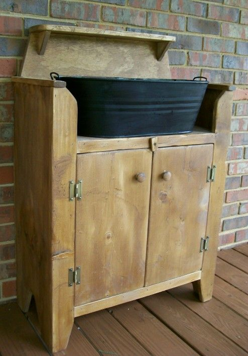 Dry Sink Would Make Such A Great Place For Gardening Hand Tools Pots Potting Soil Plant Food Dry Sink Primitive Bathrooms Country Kitchen Designs