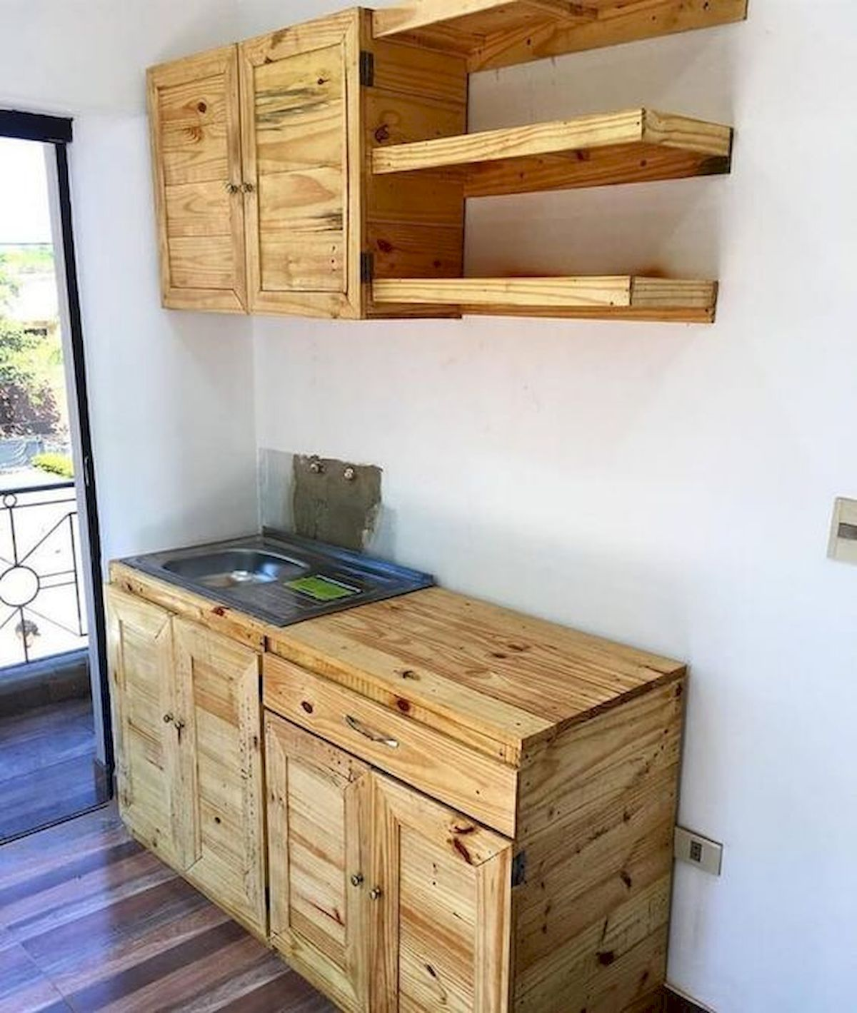 50 Amazing Diy Pallet Kitchen Cabinets Design Ideas 36 Doityourzelf In 2020 Pallet Kitchen Cabinets Pallet Kitchen Pallet Diy
