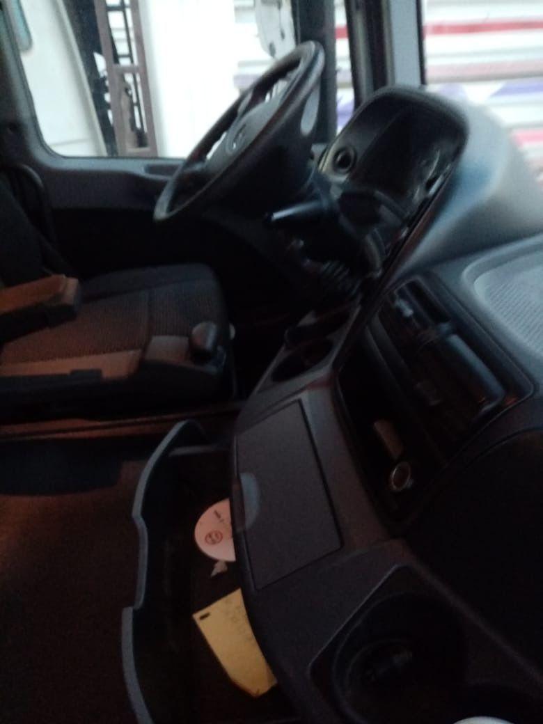 للبيع بمعرضنا بجدة حالة نظيفة وسعر ممتاز بادر بالإتصال للمعاينة رقم العرض هو 523101 شاحنه مرسيدس اكتروس 1846 ميجا موديل 2010 الج In 2020 Car Seats Car Vehicles