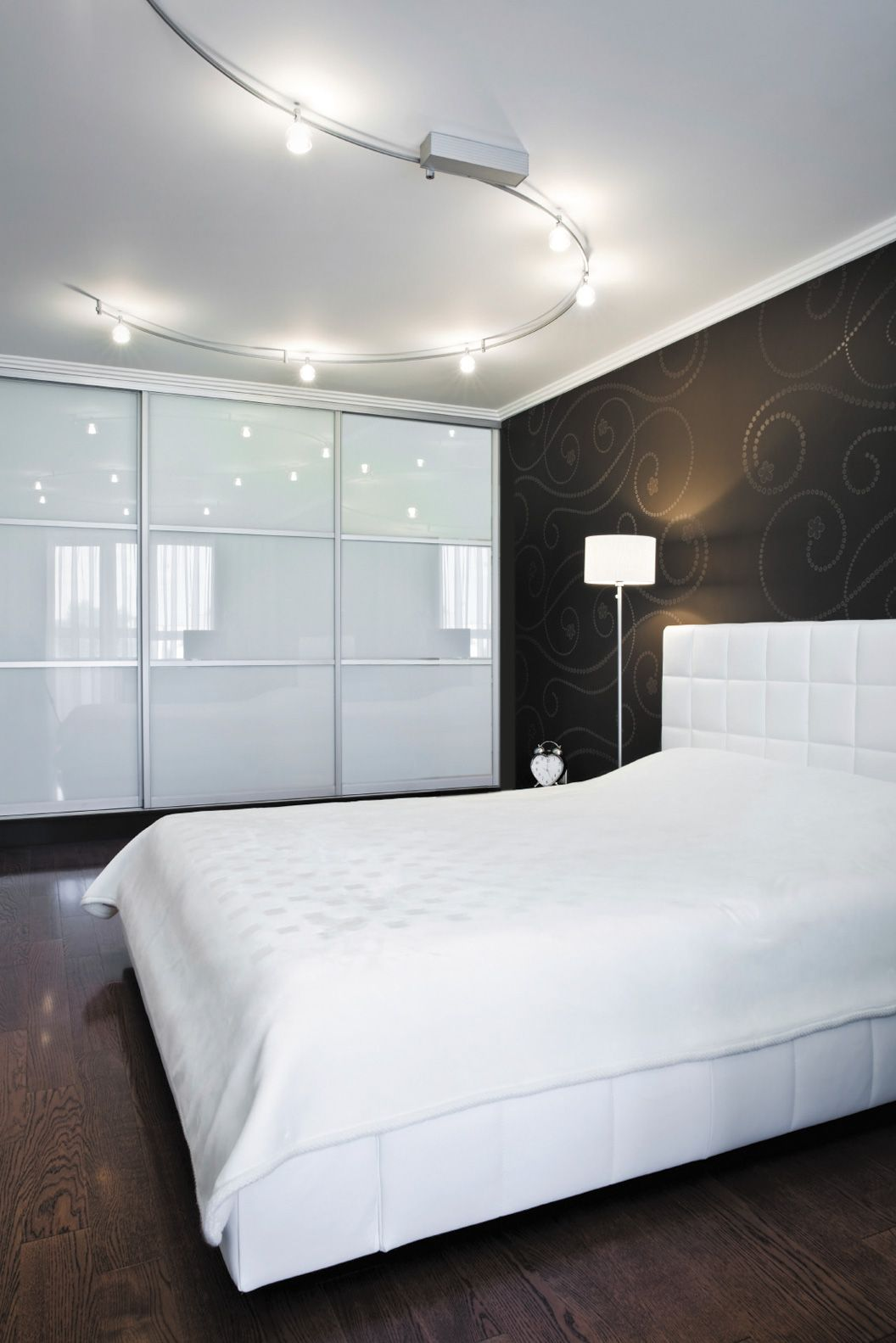Superior Wardrobe Design: White Bedroom Furniture: Wardrobe Sliding Doors In White  Glass