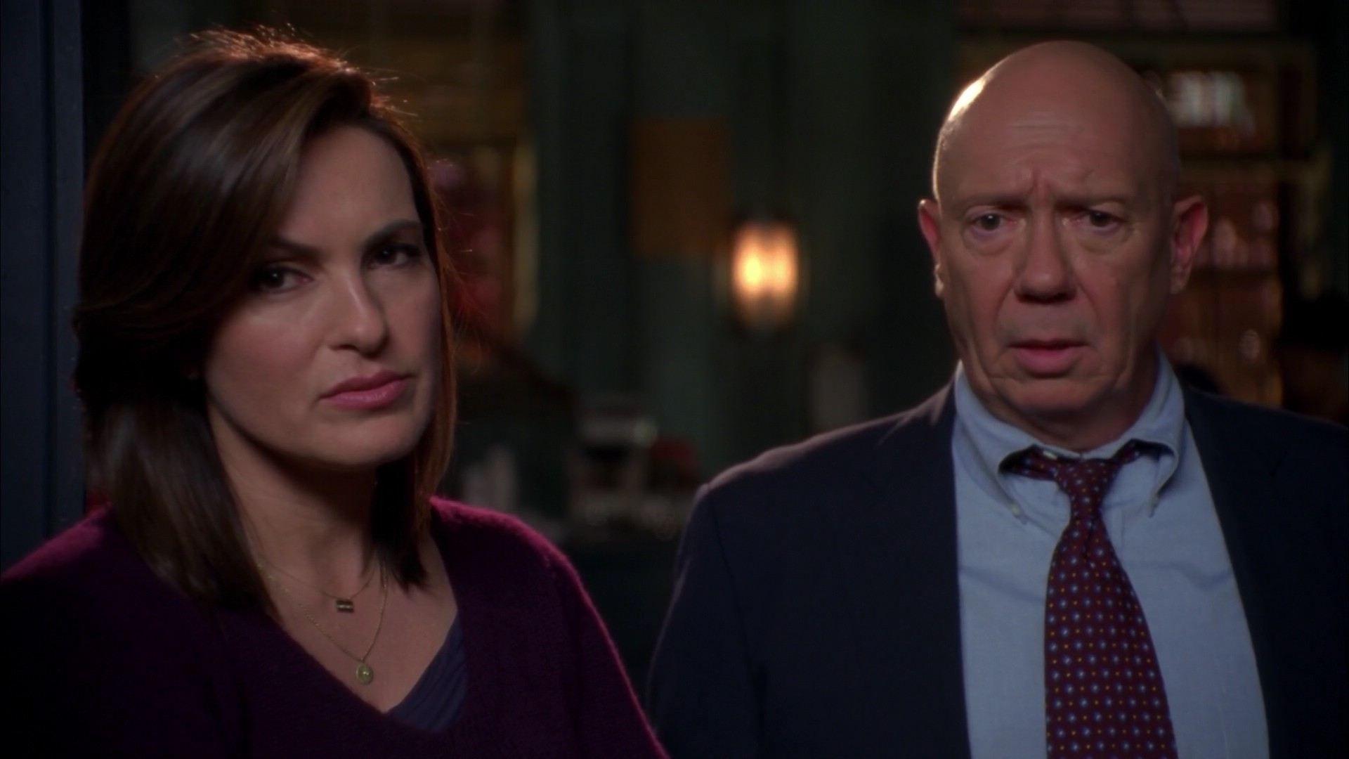 Detective Olivia Benson Captain Donald Cragen Law And Order Special Victims Unit Special Victims Unit Law And Order Svu