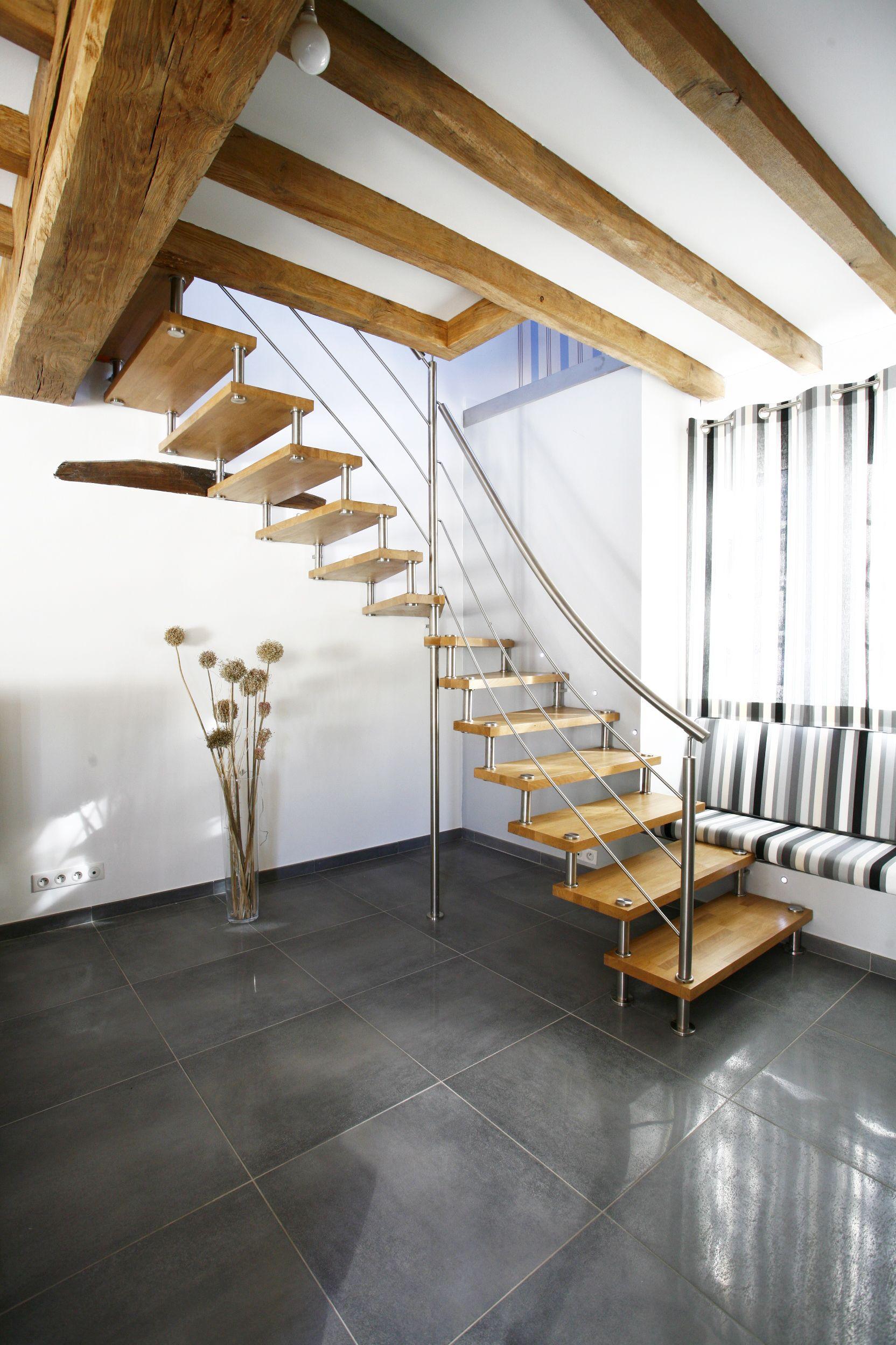 escalier un quart tournant avec limon en inox et marches bois escalier tr s a rien qui s. Black Bedroom Furniture Sets. Home Design Ideas