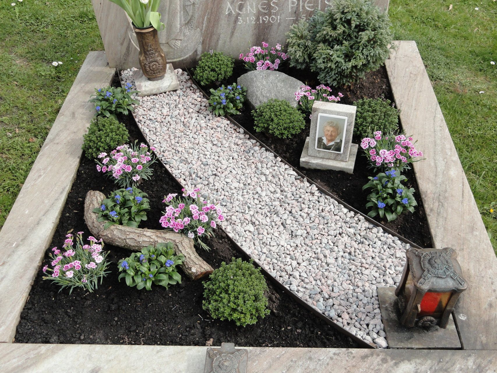 Sortiment Gartendeko und Floristik